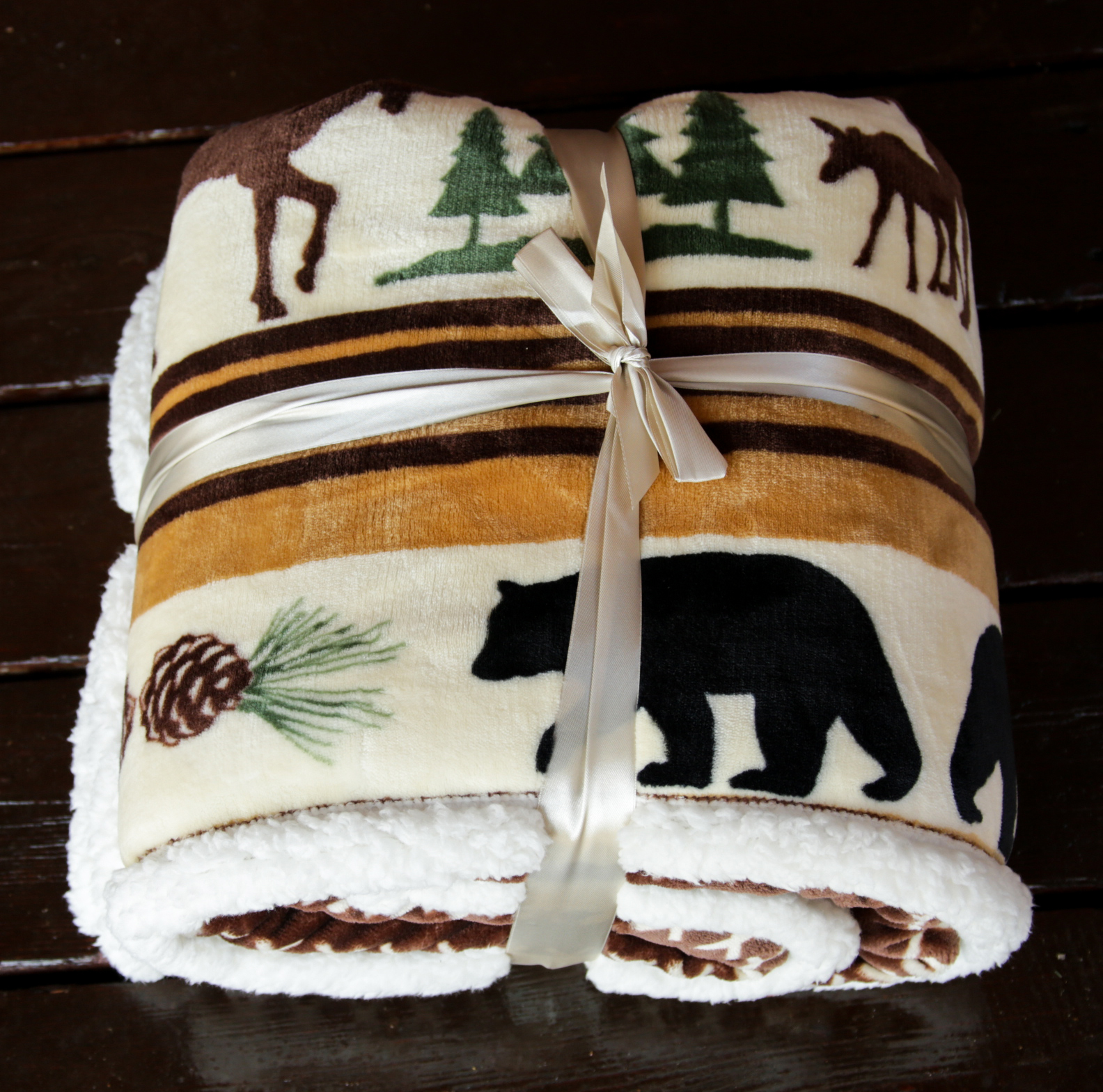 Moose And Bear Hinterland Throw